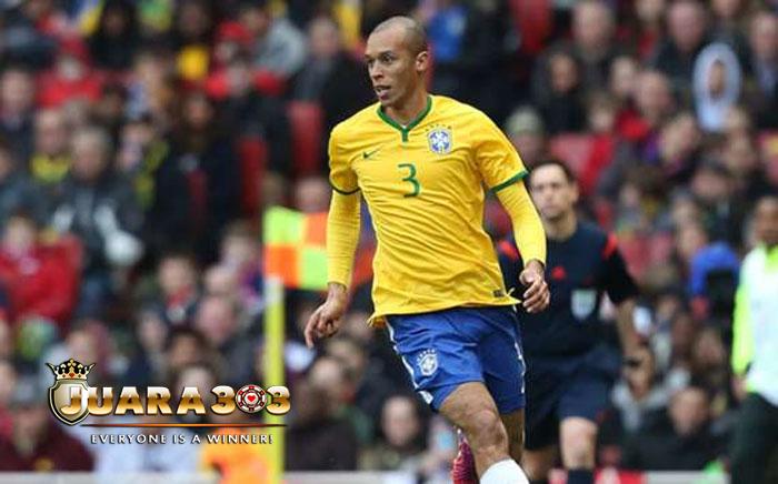 Bek Inter Milan Hilang Ingatan Saat Bela Brasil